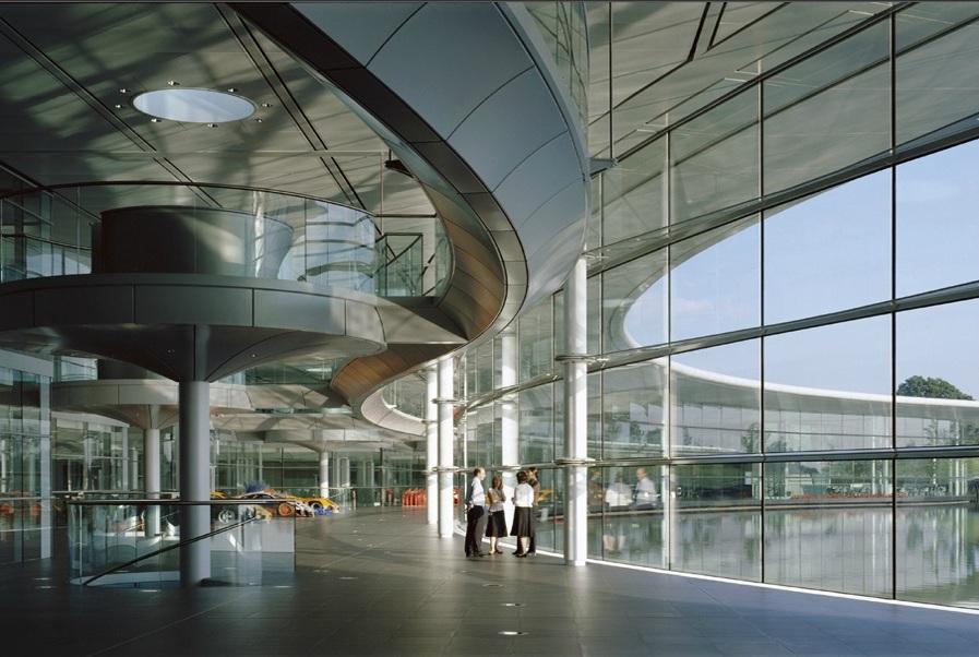 McLaren производственный центр в Суррее