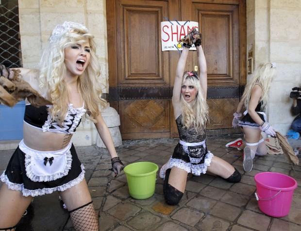 Украинское движение FEMEN устроило показательную акцию под окнами Доминика Стросс-Кана в Париже