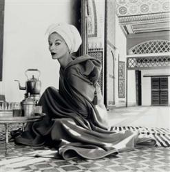 Женщина в марокканском дворце