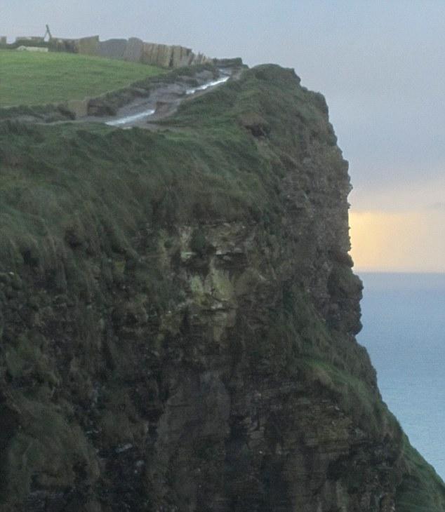 Изображение Иисуса на скале в графстве Клэр