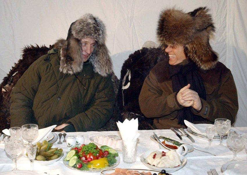 Два друга в России в 120 км от Москвы