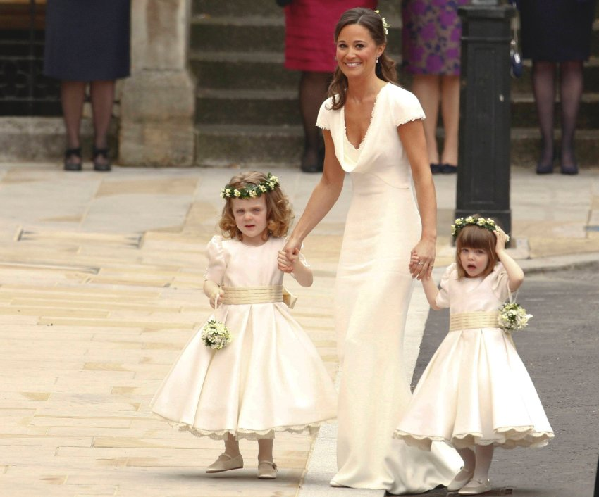 Пиппа Миддлтон в качестве подружки на свадьбе своей теперь уже венценосной сестры