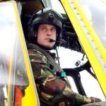Принц Уильям в вертолете спасения