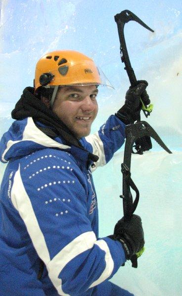 Кай Хоффман тестирует альпинистское оборудование