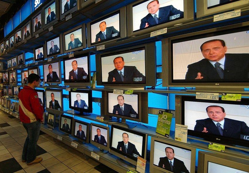 Берлускони владеет вещательной компанией Mediaset
