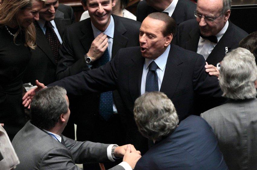 13 октября все было отлично и Берлускони получил одобрение Парламента