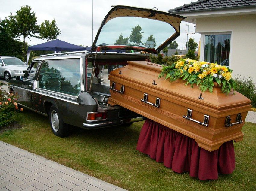 Гроб не может быть далеко от катафалка - выставка коллекции