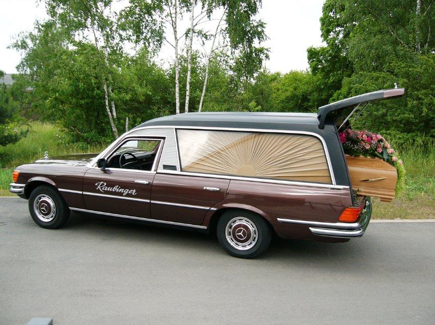 Mercedes S-класса, построенный в 1977 году. Именно этот автомобиль фон Сюдов приготовил для собственных похорон.