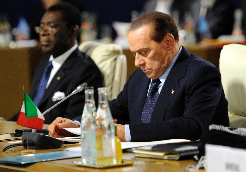 Сильвио Берлускони на G-20 на саммите в Каннах 3 ноября