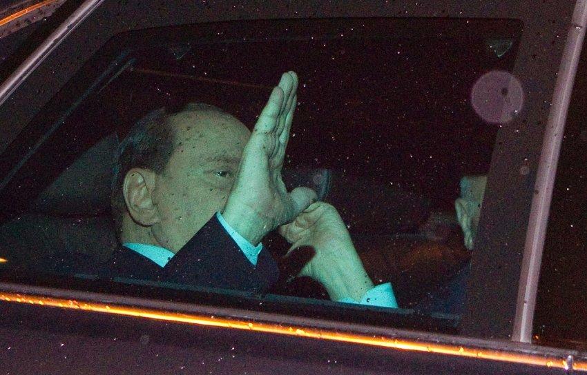 Все кончено. Сильвио Берлускони покидает пост Премьера.