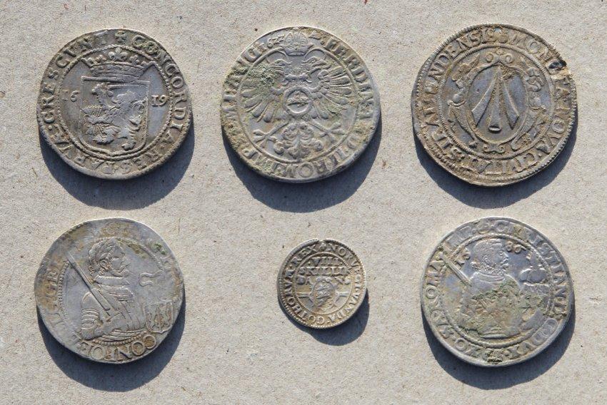 Голландские и Саксонские талеры,  Датские скиллинги и  Штральзундские  доллары с 1600 по 1635 годы