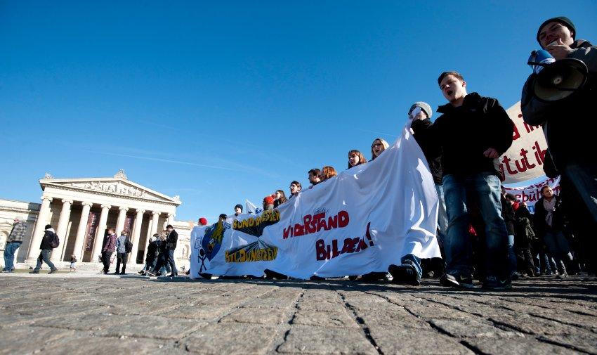 1 500 студентов пришли на площадь Руаяль