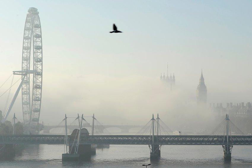 Густой туман над Темзой 20 ноября