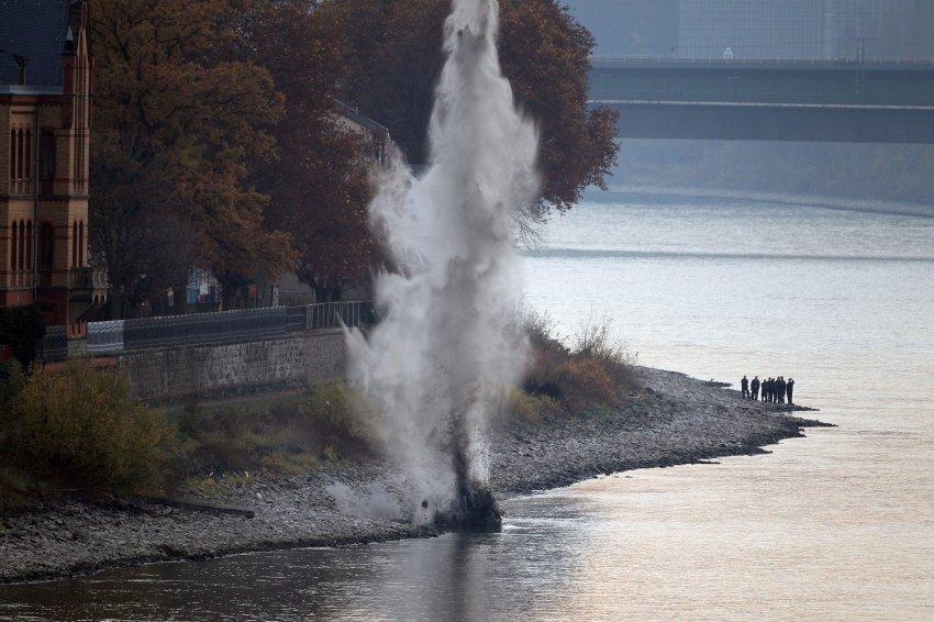 В субботу и воскресенье чиновники уничтожали зажигательные бомбы