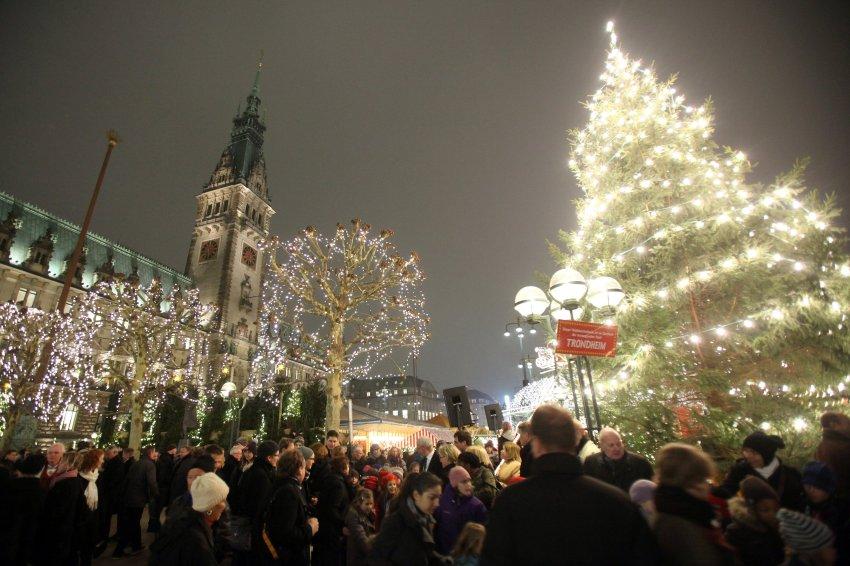Центральный рынок в Гамбурге напротив Церкви