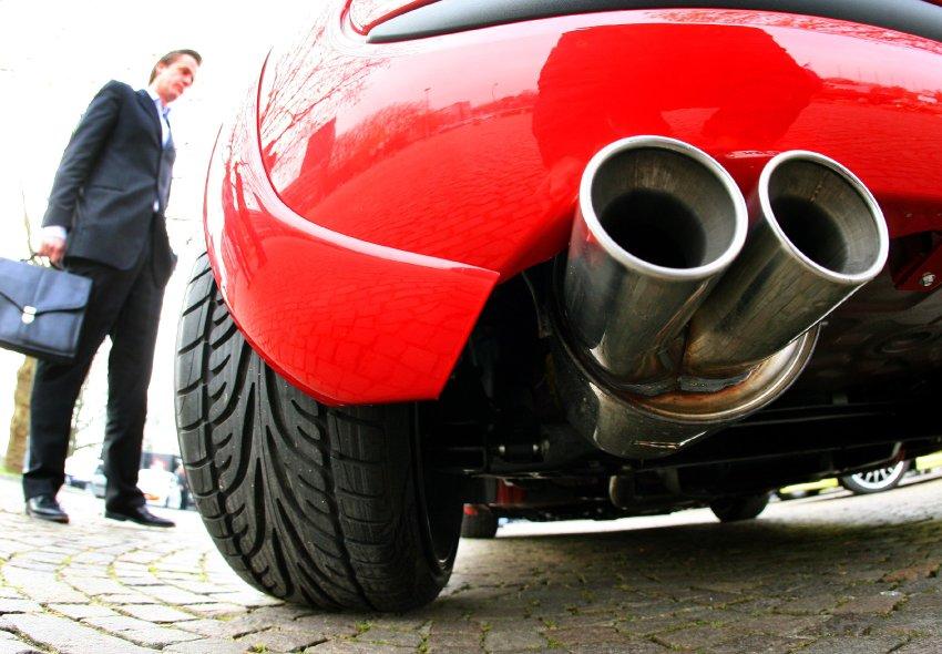 Ревущие выхлопные трубы и широкие шины Fiat 500