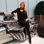 Немецкая актриса Sophia Thomalla позирует с Hemi-Trike Rocket II