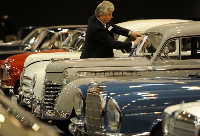 Продажа старинных автомобилей должна принести миллионы