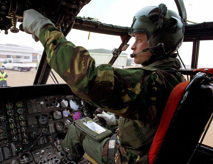 Принц Уильям в качестве пилота вертолета