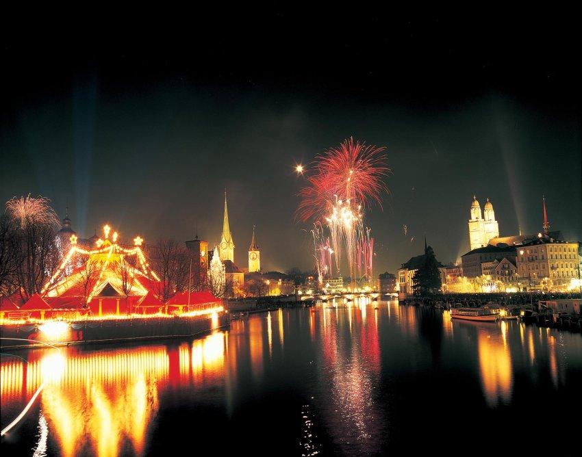 Озеро Цюриха станет прекрасным отражением цветного фейерверка