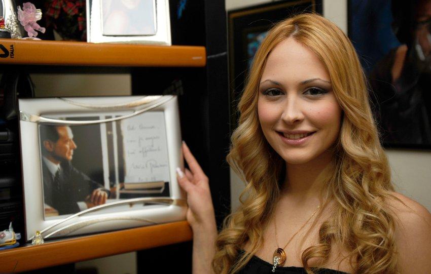 После скандала с Noemi Letizia, жена Сильвио подала на развод