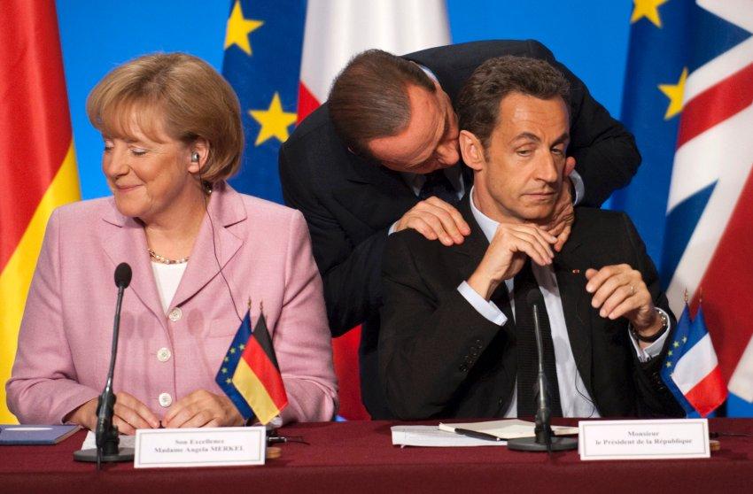 Теплые объятия с Николя Саркози в Елисейском дворце в 2008 году