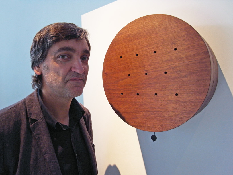 Ферро-часы от Лоренцо Данте испускают разные запахи приготовления пищи в 9 утра, час дня, 10 вечера и т.д.