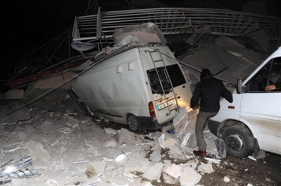 Поврежденные здания в Ван в восточной Турции 9 ноября 2011 года