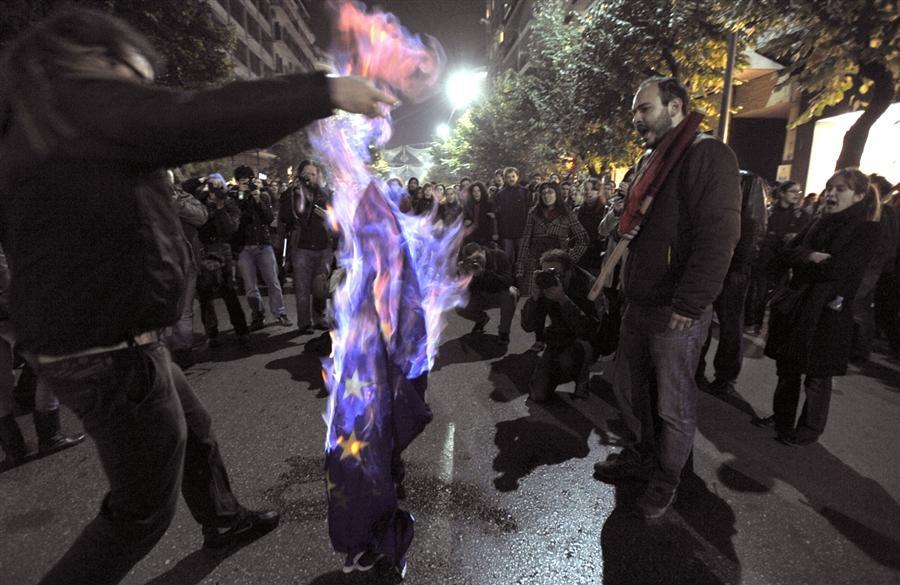 Сожжение флага Евросоюза в Солониках, 17 ноября