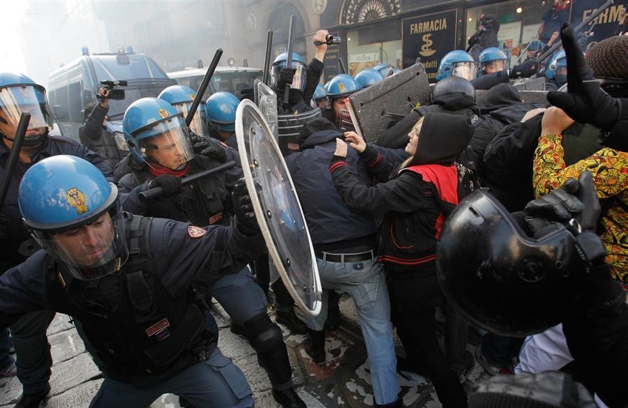 Столкновение студентов с полицией в Милане 17 ноября