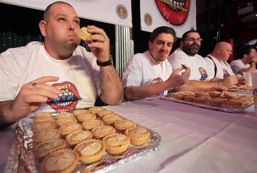 Участники Конкурса в самом начале большой еды