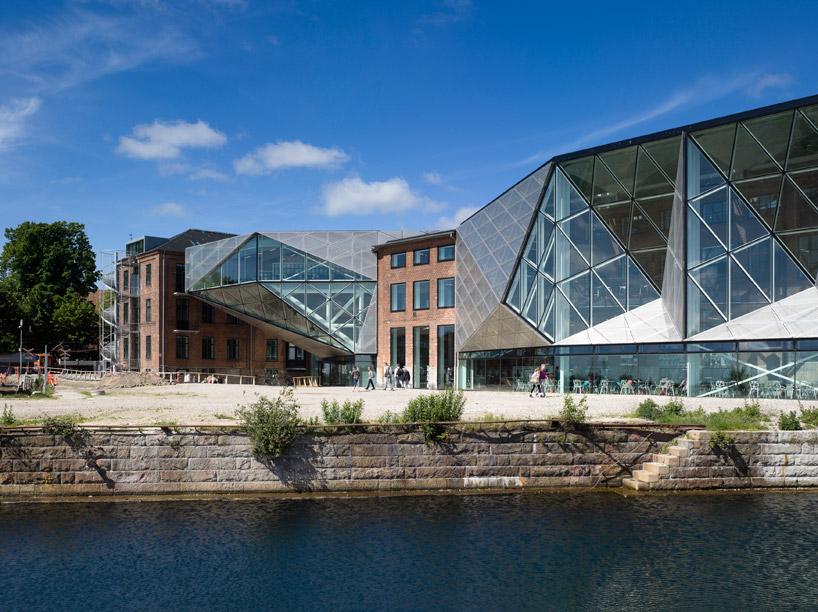 Обновленный фасад индустриальных корпусов в Дании