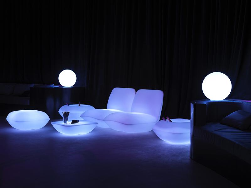 Стефано Джиованнони  представил светящуюся мебель Pillow Patio