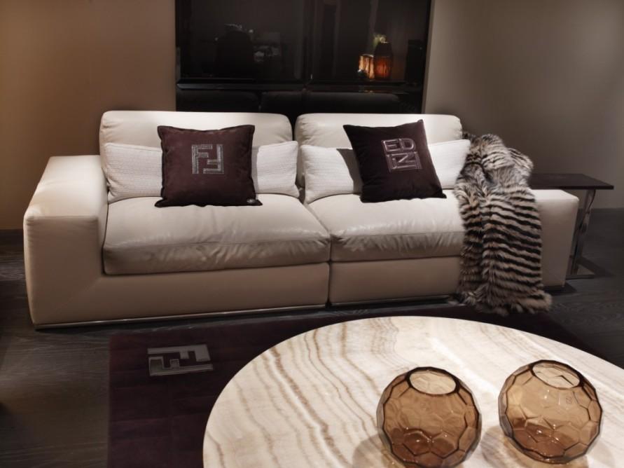 Мебель фабрики Fendi Casa с уникальными логотипами
