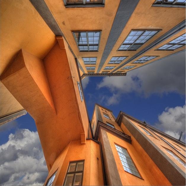 Оранжевая дорога в небо Швеции