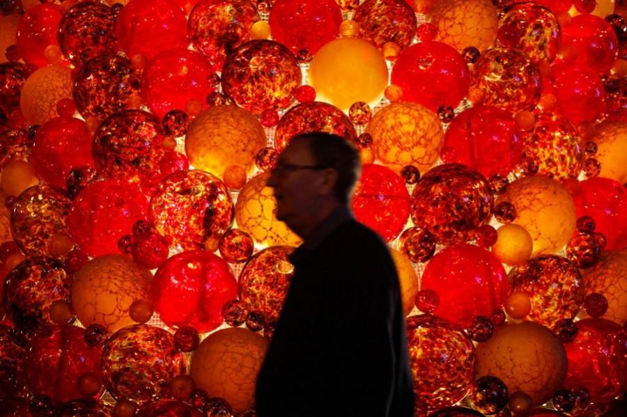 Рождественское дерево из 2000 стеклянных шаров и высотой 7 метров на Мальте