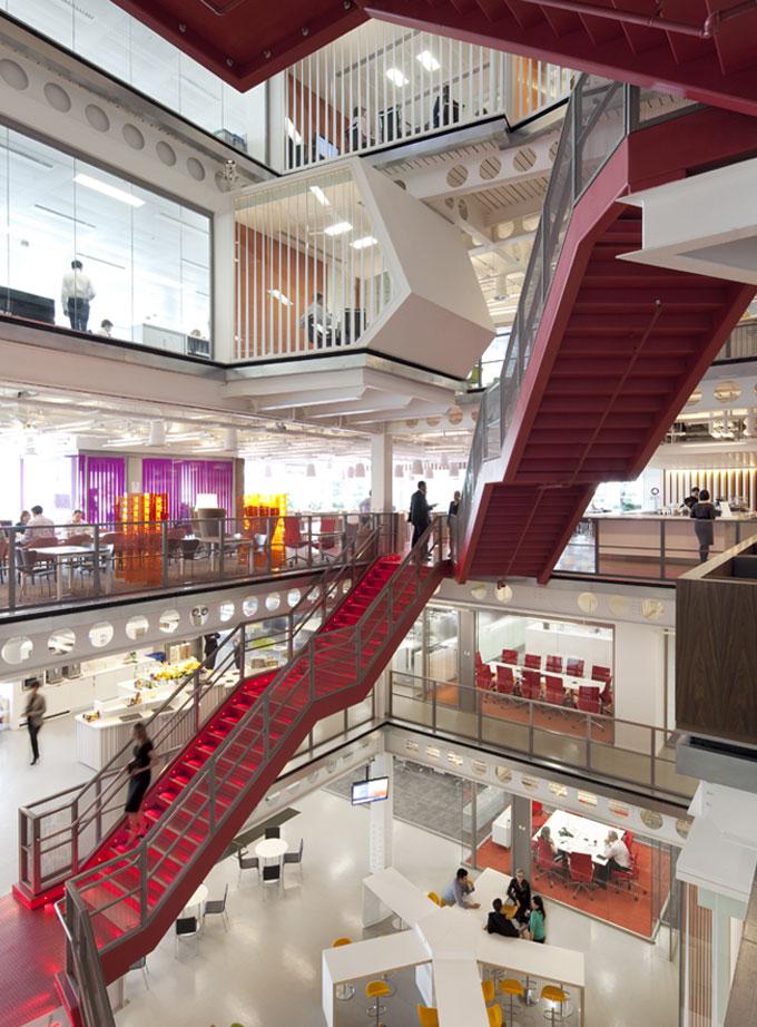 Малиновая спираль инвестиционного банка Macquarie's в Лондоне