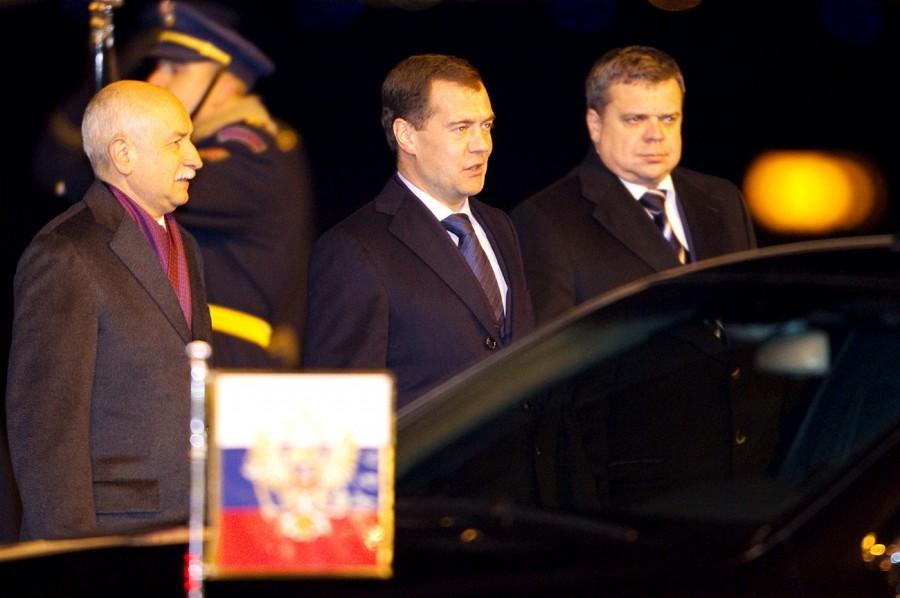 Президент России Дмитрий Медведев прилетел в Прагу, аэропорт Рузыне  (7 декабря 2011)