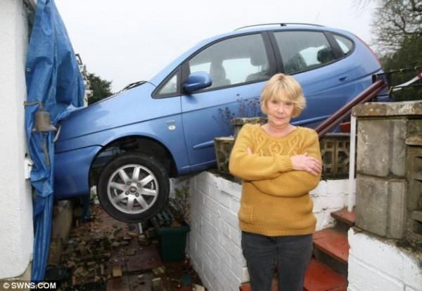 Джилл просто случайно перепутала педали тормоза и газа