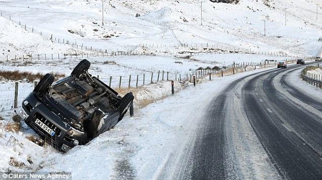 Перевернутые авто 5 декабря встречались по всему северу Великобритании