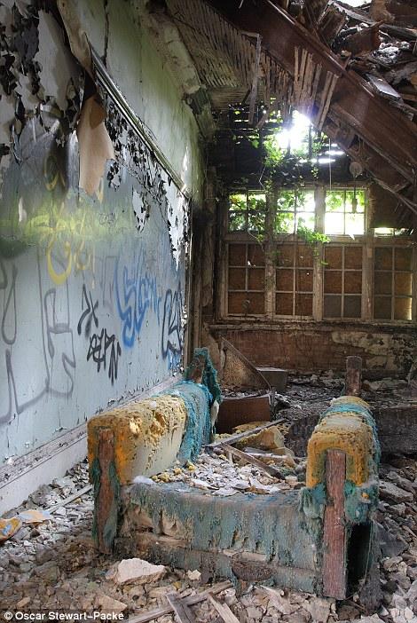 Руины творчества: кресло в заброшенном доме в Лондоне