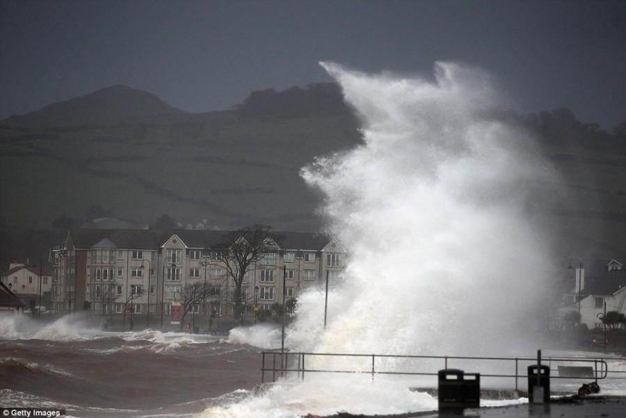 Сильный шторм пронёсся над Шотландией