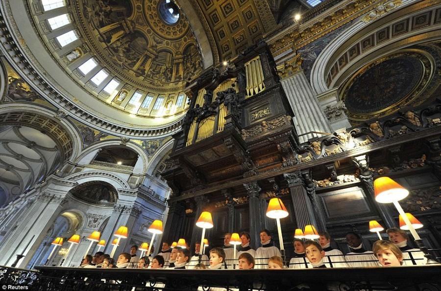 Огромный купол древнего Собора всегда торжественнен