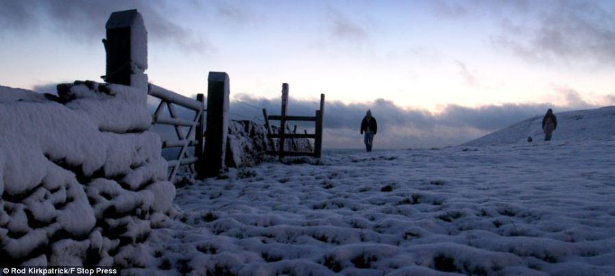 Снежный покров близ Вуттон в Стаффордшире