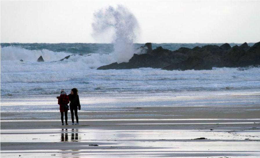 Бушующее море в Санкт-Айвз