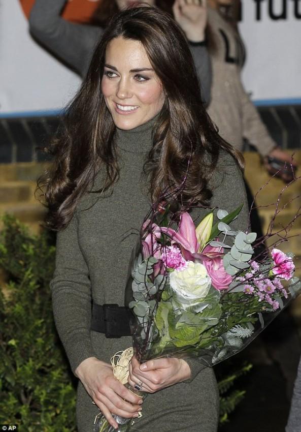 Герцогиня Кембриджская получила из рук Sevi Obakin прекрасный букет цветов