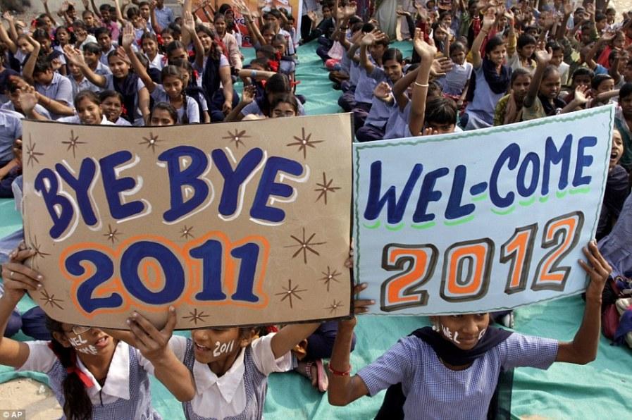 Студенты из Индии одновременно провожают 2011 и встречают 2012 год