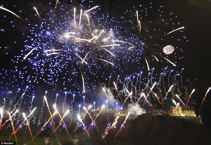 Светящиеся кометы в Эдинбурге