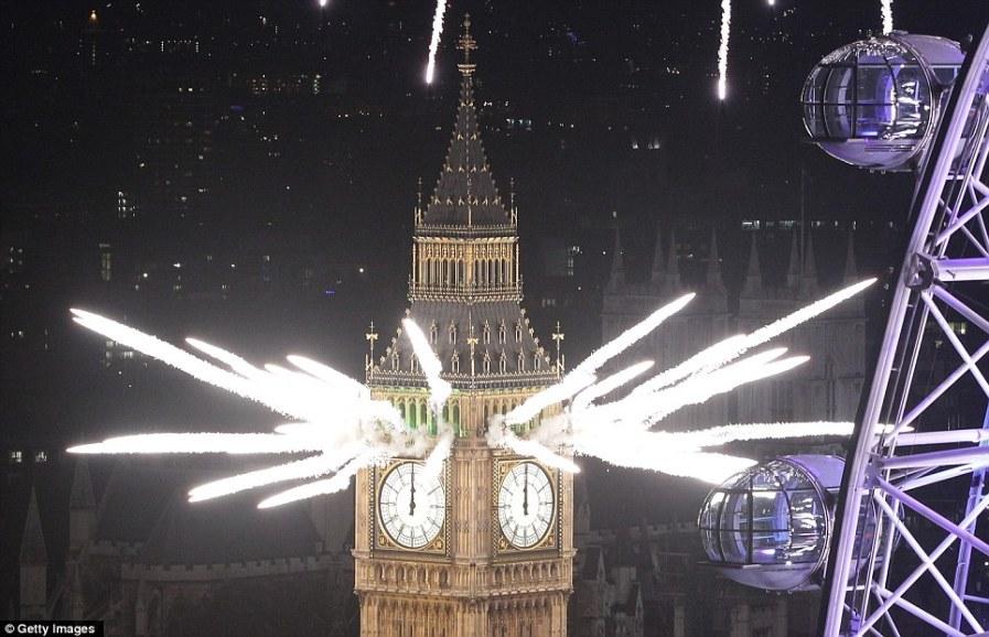 Биг-Бен взорвал небо Лондона