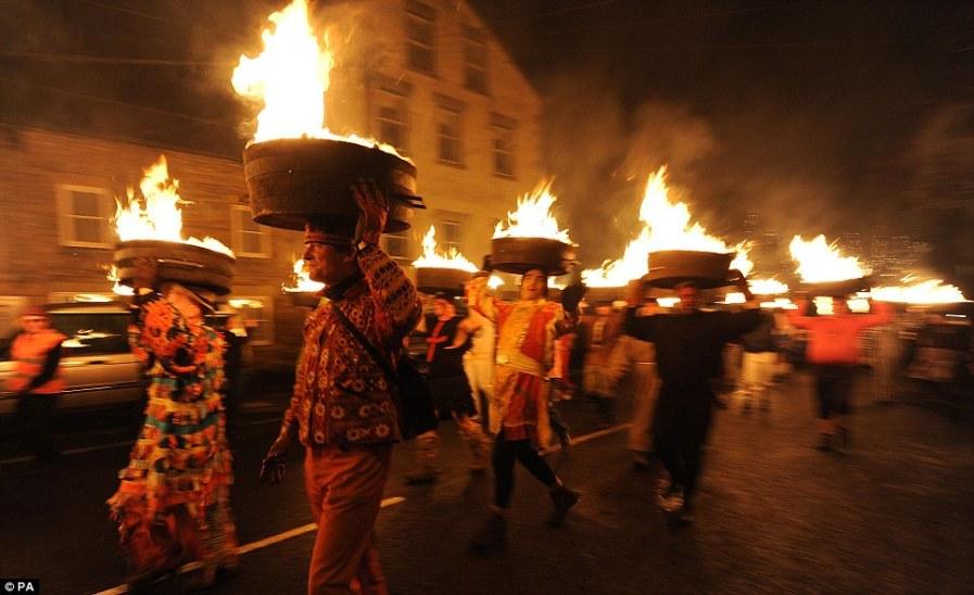 Шествие огней в Нортумберленд
